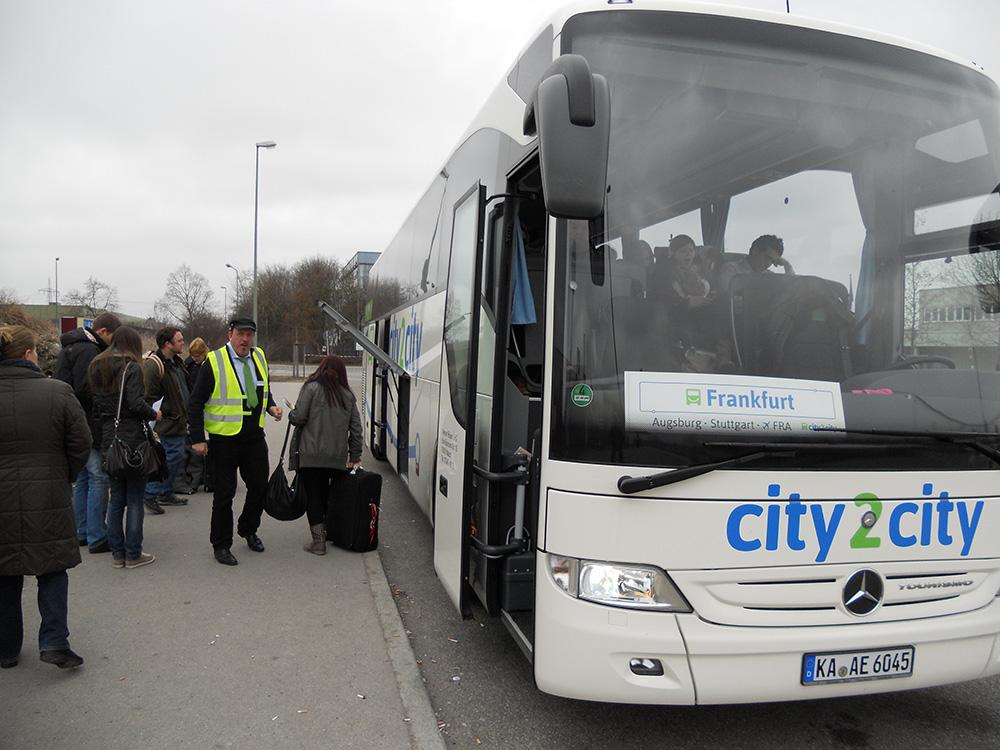 City2City-Bus am Augsburger Fernbahnhof