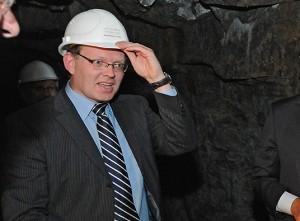 Bürgermeister Dr. Andreas Hollstein an seinem derzeitigen Lieblingsort: im Burgaufzug-Stollen. Foto: Christof Hüls