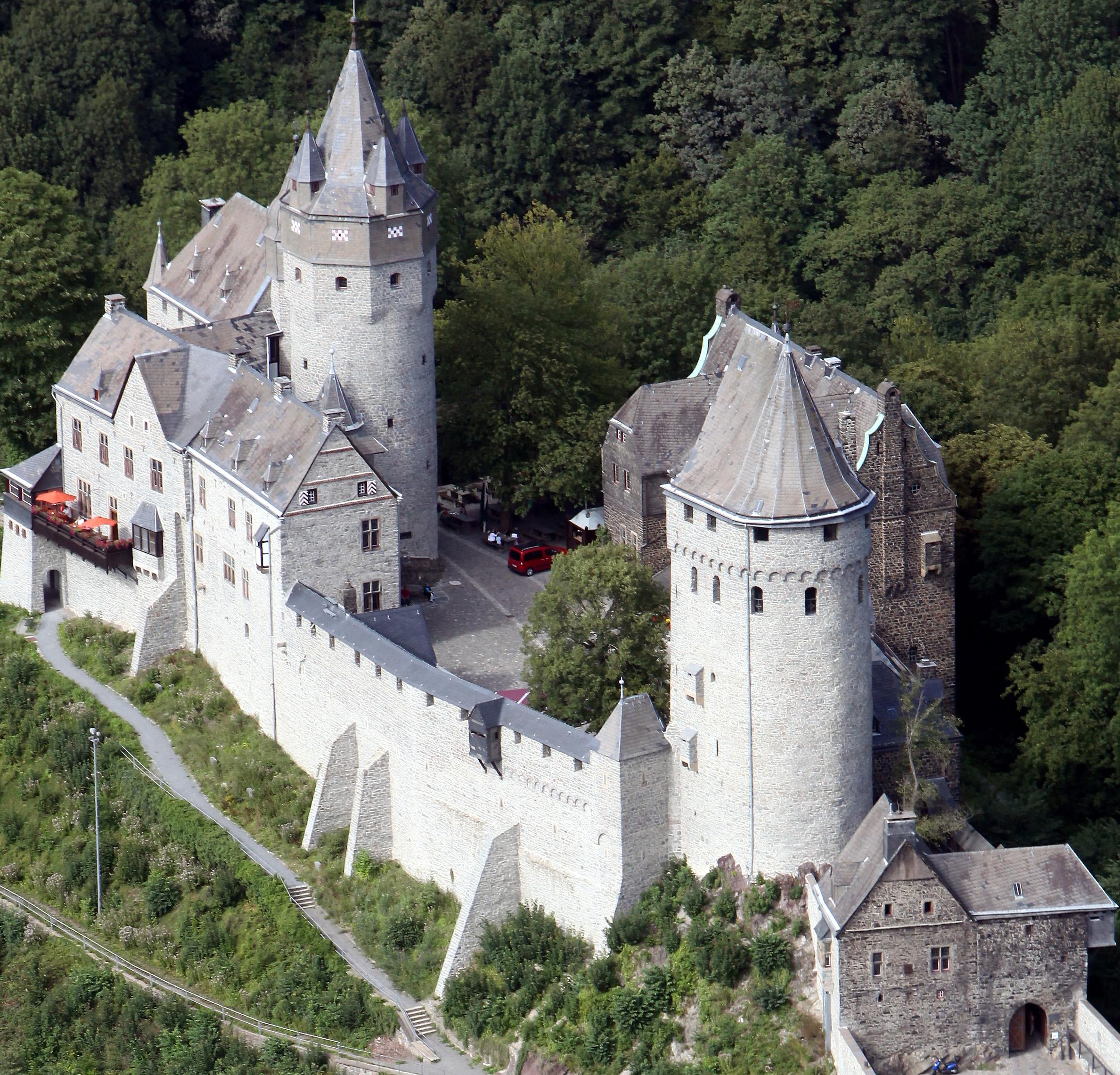 Luftbild der Burg Altena