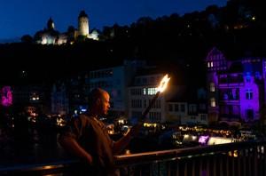 Feuer, Kunst und Kitsch: Das Rezept lockt alljährlich Zehntausende in die Altenaer Innenstadt zwischen Burg und Lennetal.