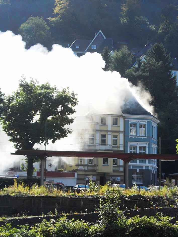 Dichter Qualm zog vom Bahnhofsviertel aus über die Innenstadt. Eine Fritteuse hatte zwei Häuser in Brand gesetzt.