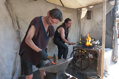 Heiße Eisen soll man schmieden.
