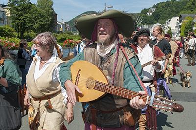 Über all fidelte und zupfte jemand am Wochenende in der Burgstadt.