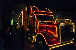 Der Coca Cola Weihnachtstruck lockte die Massen am Sonntag in Scharen zum Bungernplatz. Tausende kamen und staunten.
