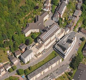 Das Altenaer St.-Vinzenz-Krankenhaus aus der Luftperspektive