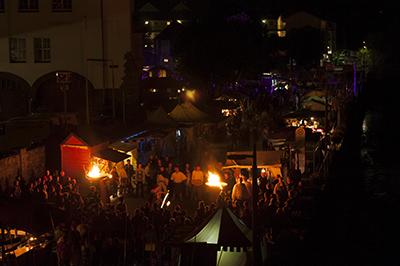 Night-Shopping im Fackelschein beim Mittelalterfest 2015.